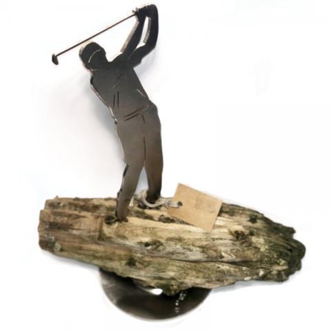 Golfer auf Treibholz